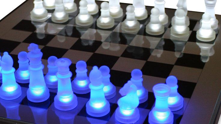 光るLEDチェスボード